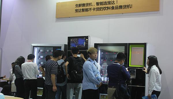 科技感爆棚!无感支付让饮料智能售货机更受欢迎